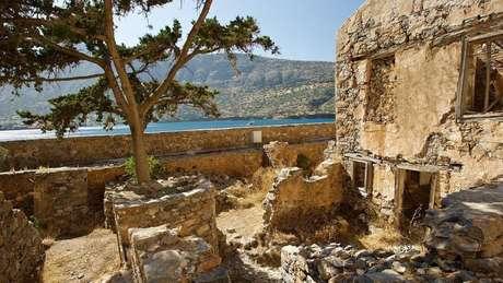 Governo grego tentou destruir vestígios da colônia após seu fechamento, em 1957