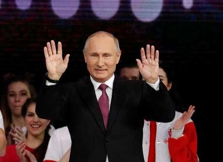 Putin anuncia candidatura à presidência em 2018