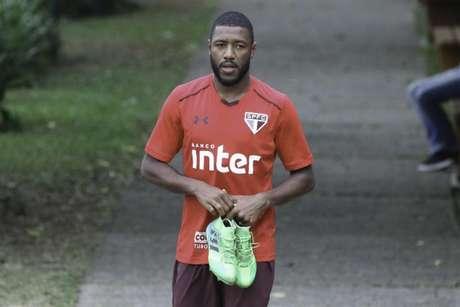 Volante fica sem contrato neste mês, mas pode permanecer no clube (Foto: Bruno Riganti/Fotoarena/Lancepress!)