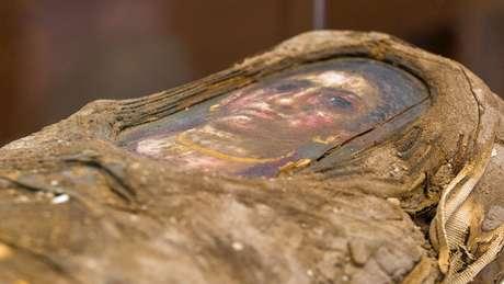 Múmia tem o retrato de uma criança posicionado sobre o rosto   Foto: Northwestern University