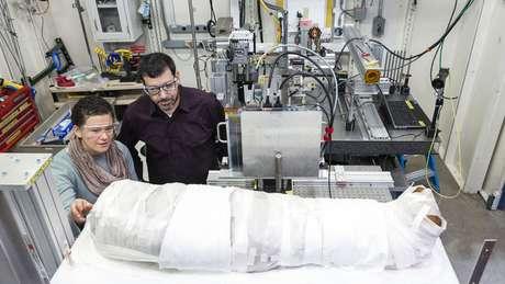 Múmia de 1,9 mil anos é primeira a ser examinada por um raio-x de última geração | Foto: Jim Prisching