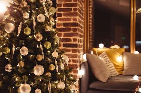 A árvore de Natal, se colocada no centro da sala, recebe a circulação de todas as energias do ambiente
