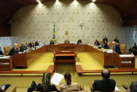 Plenário do Supremo Tribunal Federal (STF) durante sessão para julgamento sobre imunidade parlamentar de deputados estaduais