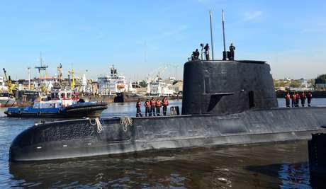 Nas últimas mensagens enviadas, a tripulação do submarino relatou que havia controlado o incêndio nas baterias e que estava avaliando os danos.