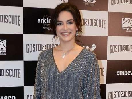 """Veja Kéfera Buchmann de peruca para o filme """"De Novo Não"""""""
