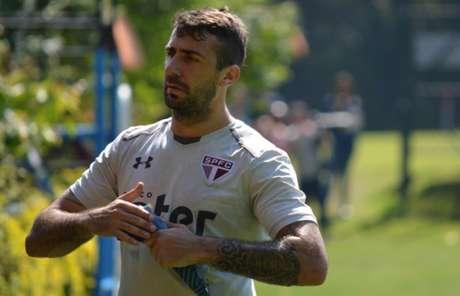 Presidente do São Paulo nega transferência de Pratto ao Cruzeiro