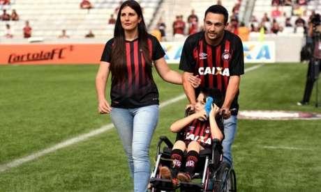O torcedor atleticano pôde ajudar Rafael, de apenas seis anos, na luta contra uma grave doença (Foto: Divulgação)