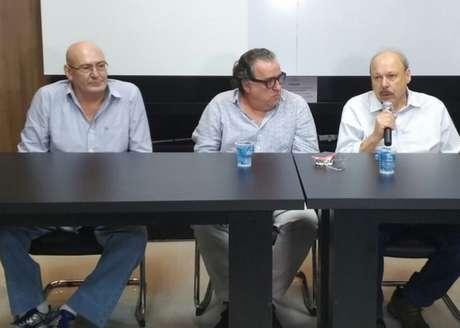 Andres Rueda, à esquerda, Nabil, Khaznadar, ao centro, e Peres, à direita, se uniram nesta quinta (Gabriela Brino)