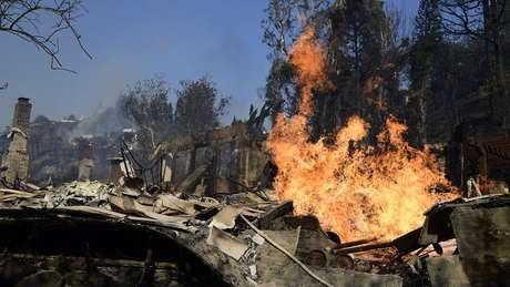 No bairro de Bel Air, em Los Angeles, várias casas e mansões já foram destruídas