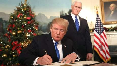 Donald Trump assinou documento afirmando que os EUA reconhecem Jerusalém como capital de Israel