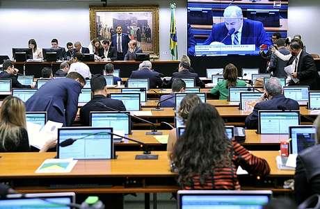 Sem obstrução, CCJ aprova PEC das Diretas