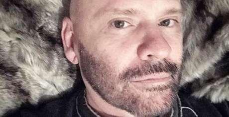 Morre o estilista Ocimar Versolato, aos 56 anos, em São Paulo