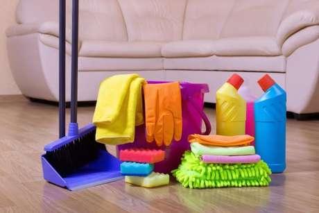 É mais fácil fazer a faxina na casa se você tem os produtos e materiais adequados