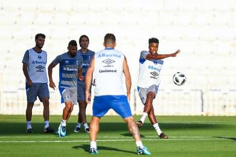 Jogadores do Grêmio participam do último treino preparatório para a estreia no Mundial de Clubes, nesta terça-feira.