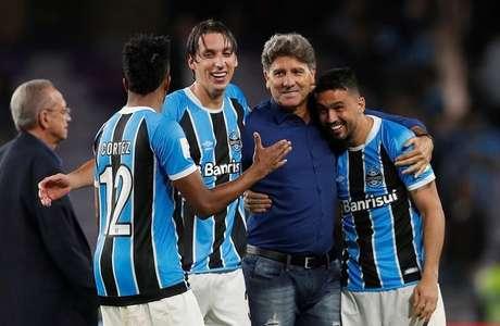 Técnico Renato Gaúcho e jogadores do Grêmio comemoram vitória sobre Pachuca   12/12/2017     REUTERS/Matthew Childs