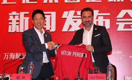Time de Hulk na China acerta com técnico Vitor Pereira