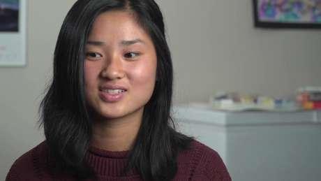 Kati descobriu que seus pais biológicos apareceram em um documentário