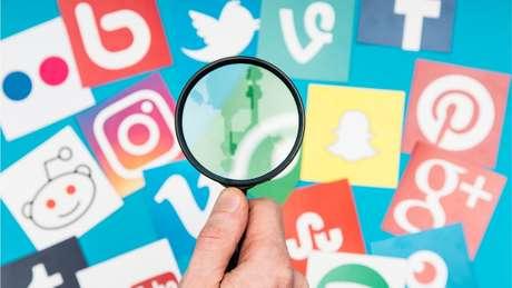 Redes sociais obtêm lucros com a venda de publicidade que aparece em conteúdos publicados pelos usuários