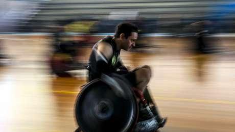 Após acidente, Serafim passou a jogar rúgbi de cadeira de rodas e viajou o país todo em competições