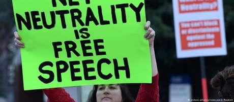 """""""Neutralidade da rede é liberdade de expressão"""": americanos protestam em Los Angeles contra medida"""