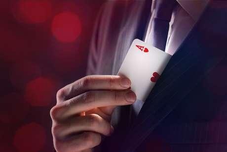 Ás significa início ou novidades e Copas é o simbolo do amor nas cartas.