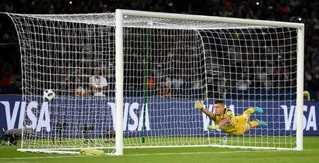 Gol de Cristiano Ronaldo que deu a vitória ao Real Madrid sobre o Grêmio