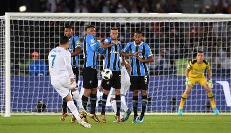 Cristiano Ronaldo na cobrança de falta que deu a vitória ao Real Madrid