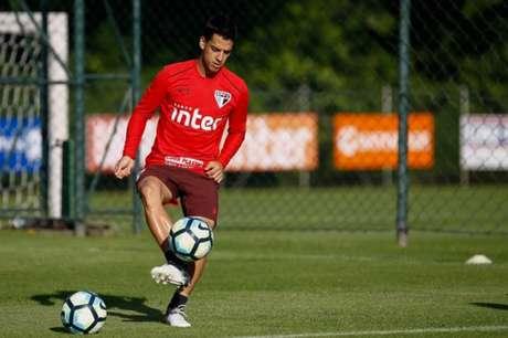 Meia de 31 anos de idade teve poucas chances com Dorival Júnior (Foto: Marcello Zambrana/AGIF/Lancepress!)