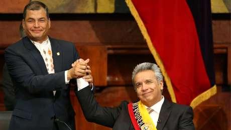 O presidente Equatoriano Lenín Moreno (dir.) se distanciou se seu antecessor, Rafael Correa, apesar de serem do mesmo grupo político