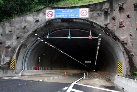 Túnel na rodovia Régis Bittencourt