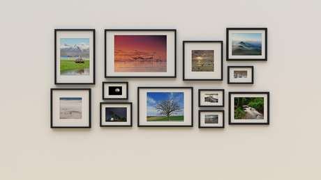 Aposte em molduras e fotos com tamanhos diferentes para deixar o espaço mais descontraído