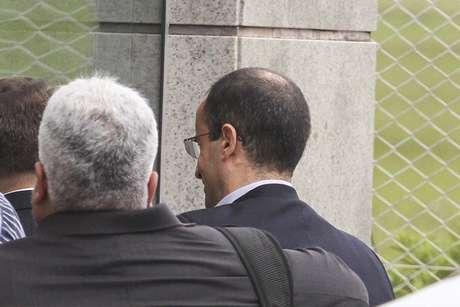 O empreiteiro Marcelo Odebrecht na Base Aérea Sindacta ll, em Curitiba (PR), embarca em jatinho particular depois de ser solto pela Polícia Federal, nesta terça-feira (19).