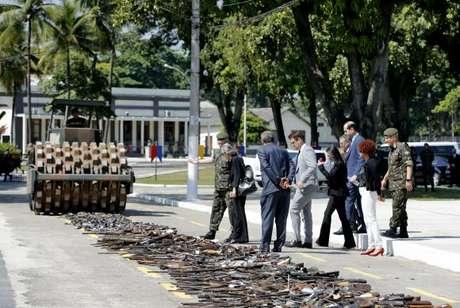 Rio de Janeiro - O Exército Brasileiro e o Conselho Nacional de Justiça (CNJ) realizam a destruição do total de armas apreendidas pelo Poder Judiciário e pelas polícias Civil e Militar do Rio