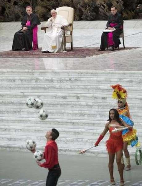 Circo de Cuba faz show a papa Francisco no Vaticano