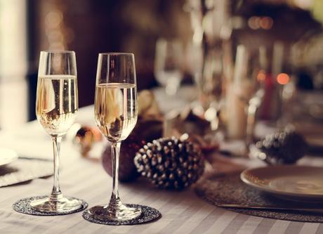 Aproveite os enfeites do natal, como os pinhos, para deixar a mesa bonita e pronta para esperar 2018
