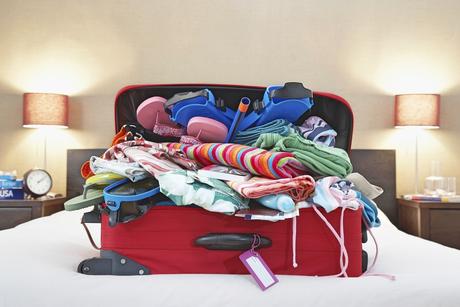 Experimente chegar de férias e já desfazer as malas para facilitar a sua rotina