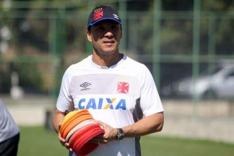 Confira a seguir a galeria especial do LANCE! com imagens de Zé Ricardo com a camisa do Vasco