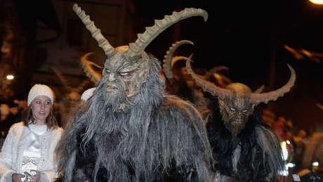 Krampus, a assustadora criatura mitológica que é ajudante do Papai Noel
