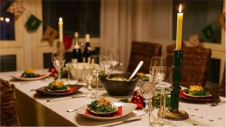 Em Portugal, a ceia permanece à mesa durante toda a madrugada de Natal, em respeito aos familiares que já morreram | Foto: iStock