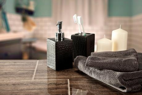 Sabonete e escovas de dentes podem ficar expostos e ainda ajudar na decoração do ambiente