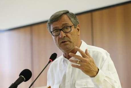 Brasília - O ministro da Justiça e Segurança pública, Torquato Jardim, fala à imprensa sobre o decreto do indulto natalino