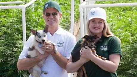 Alison Ettel e seu sócio Harry Rose fazem produtos médicos a base de maconha para seres humanos e animais / Foto: Alison Ettel