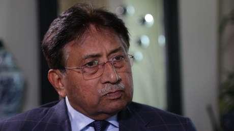 Pervez Musharraf nega ter ameaçado Bhutto