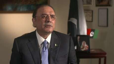 Viúvo de Bhutto, Azif Zardari é acusado de envolvimento no caso