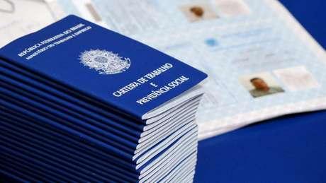 Desemprego recua a 12% em novembro no Brasil