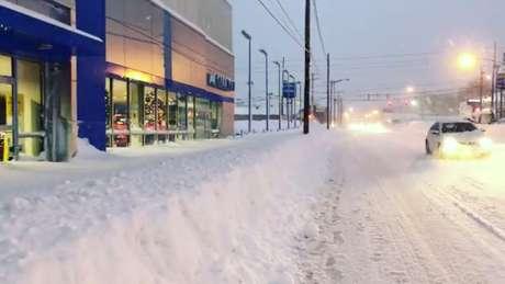 Camada de neve em rua da Pensilvânia