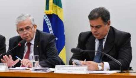 O deputado federal Pedro Fernandes (esq.) informou que aceitou convite para assumir o Ministério do Trabalho