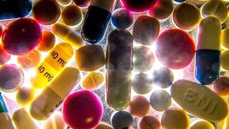Estima-se que em países em desenvolvimento como o Brasil, 10% do total de remédios vendidos são falsificados ou de qualidade duvidosa