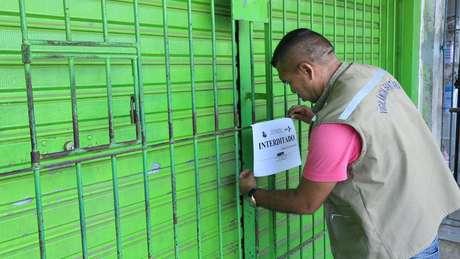 Operação de fiscalização interdita farmácia no Pará; consumidores podem auxiliar na vigilância contra medicamentos falsificados buscando apenas fornecedores autorizados   Foto: João Gomes/COMUS/ Agência Belém