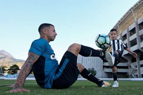 Valencia parece estar adaptado ao Rio. No campo, todos esperam que ele melhore (Vítor Silva/SSPress/Botafogo)